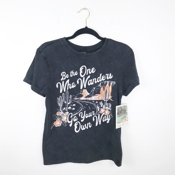 bohemian wanderer graphic tee, small