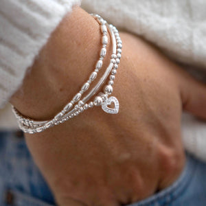 Romantic 925 sterling silver stretch bracelet with heart charm