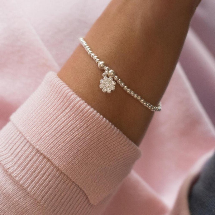 Romantic 925 sterling silver stretch bracelet with dazzling flower charm