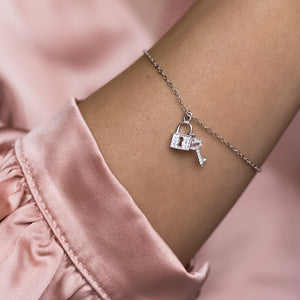 Adorable key and lock 925 sterling silver bracelet with Cubic Zirconia stones - Rhodium plated