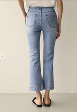 Load image into Gallery viewer, SEMI BOOT CUT JEAN // FINAL SALE