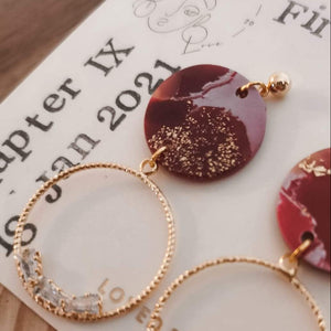 dainty gold earring plum color jewellery eggplant boho chic modern earrings casual style gold flakes red aesthetics night out evening outfit party outfit