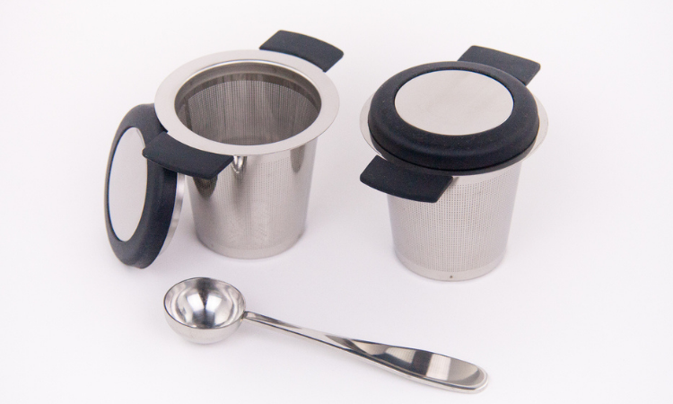 Stainless steel tea infuser with spoon