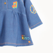 将图片加载到图库查看器,LUCY - Girls Printed Eco Denim Dress  - DENIM BADGES