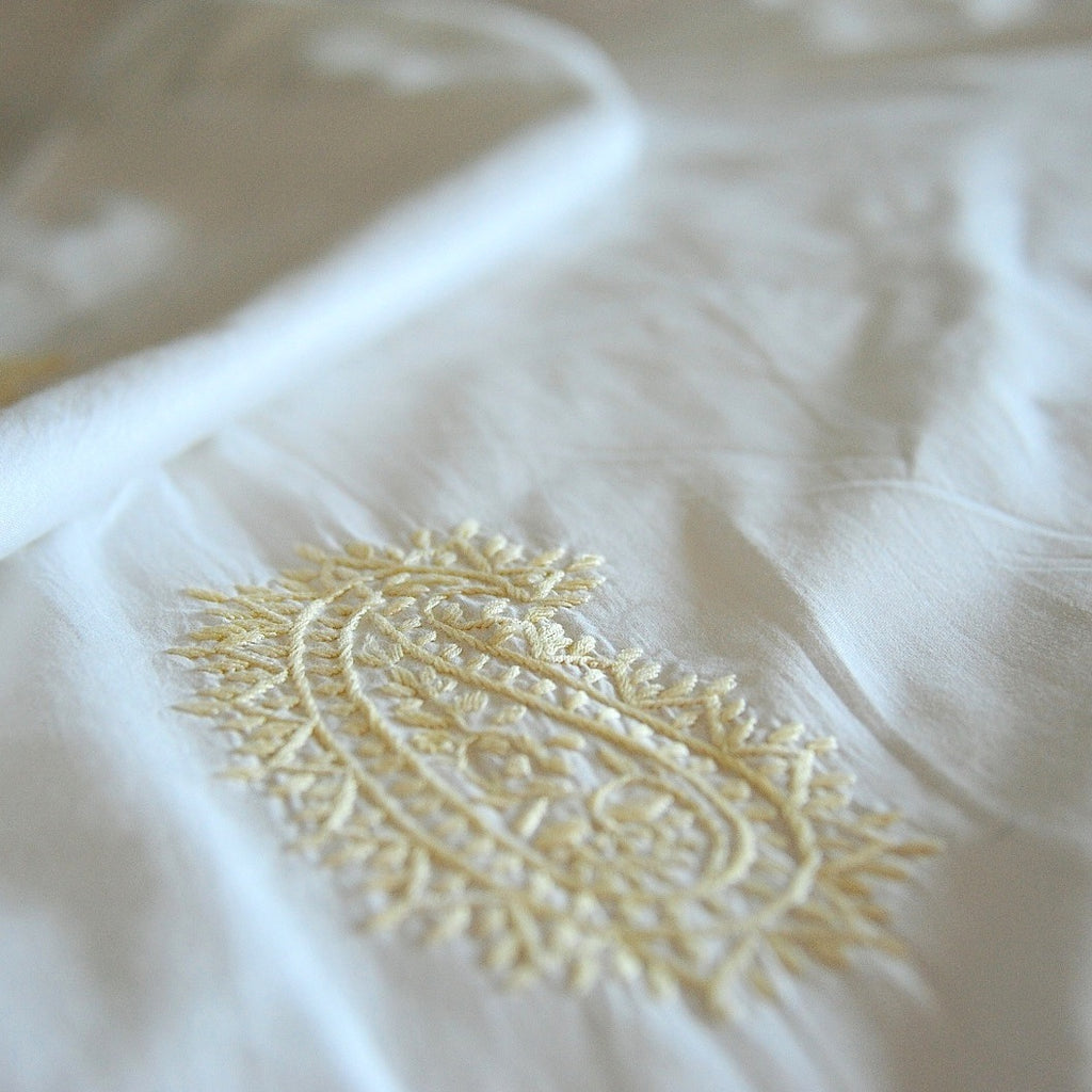 "Hand Embroidered Beige Paisleys on White Cotton Duvet Cover ~ Queen Size 98x92"" - kinchecom"