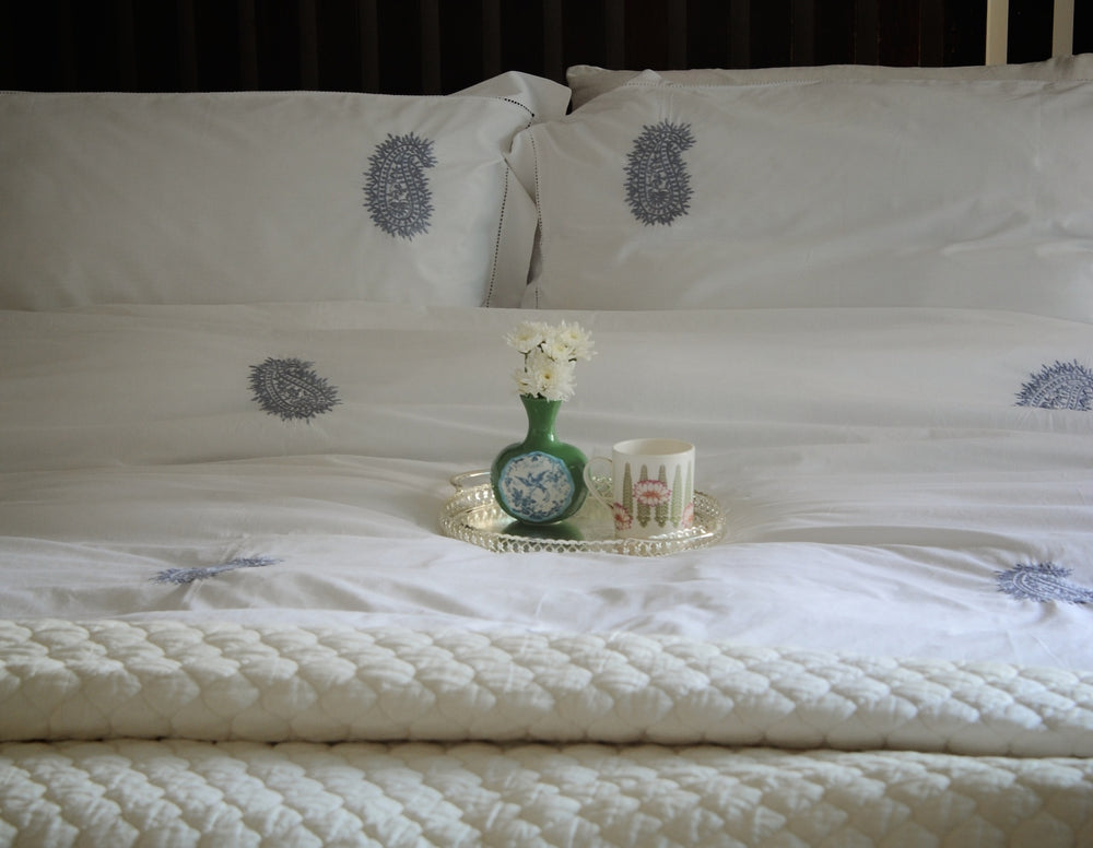 "Hand Embroidered Grey Paisleys on White Cotton Duvet Cover King Size 102x98"" - kinchecom"