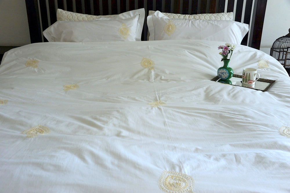 "Indian Shankh in Beige Embroidered Pattern Cotton Duvet Cover Queen Size 98x92"" - kinchecom"