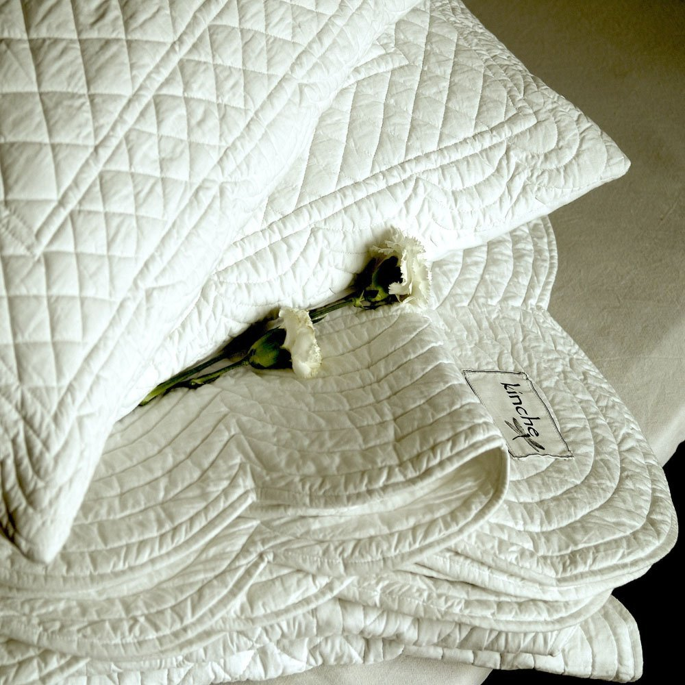 Scalloped Edge Luxury Cotton Quilt in White - King Size