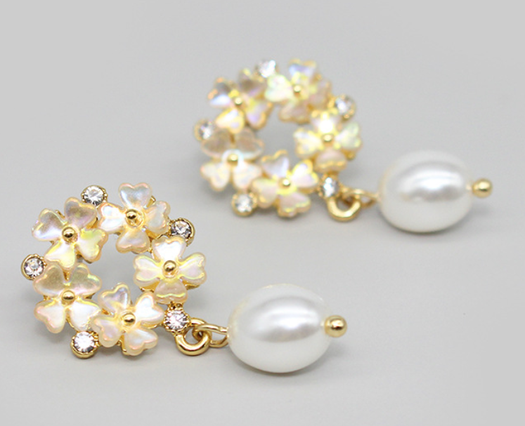 2020 new four leaf clover petal earrings stars studded shell pearls earrings E011910 free shipping