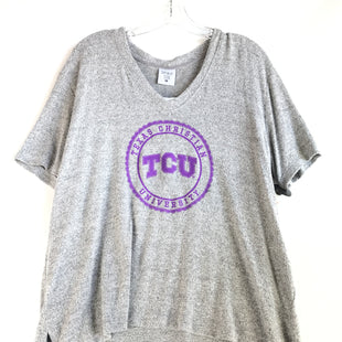 Primary Photo - BRAND:    CLOTHES MENTOR STYLE: TOP SHORT SLEEVE COLOR: GREY SIZE: L OTHER INFO: NEW! TCU SKU: 164-164140-14347