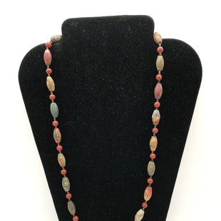 Primary Photo - BRAND:    CLOTHES MENTOR STYLE: NECKLACE COLOR: RED GREEN SKU: 164-164189-411