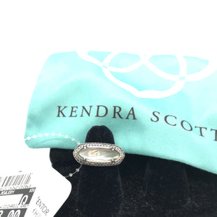 Primary Photo - BRAND: KENDRA SCOTT JEWLERY STYLE: RING COLOR: SILVER OTHER INFO: SZ 6 SILVER ARIELLE W/DICHROIC GREY SKU: 164-164196-426