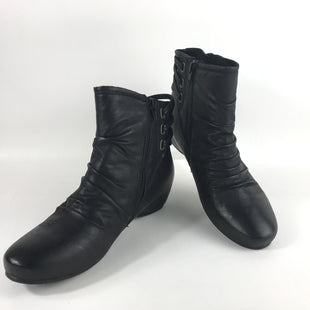 Primary Photo - BRAND: BARE TRAPS STYLE: BOOTS ANKLE COLOR: BLACK SIZE: 9 OTHER INFO: NEW! NON-LEATHER SKU: 164-164140-15903