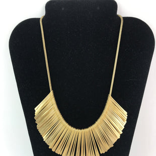 Primary Photo - BRAND:    CLOTHES MENTOR STYLE: NECKLACE COLOR: GOLD SKU: 164-164175-4703