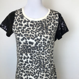 Primary Photo - BRAND:    CLOTHES MENTOR STYLE: TOP SHORT SLEEVE COLOR: ANIMAL PRINT SIZE: S OTHER INFO: SEQUIN SLEEVES SKU: 164-164183-1030