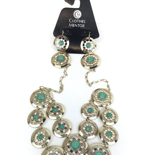 Primary Photo - BRAND: WHITE HOUSE BLACK MARKET O STYLE: NECKLACE SET COLOR: GREEN SIZE: 03 PIECE SET OTHER INFO: GOLD CIRCLES SKU: 164-164140-12222