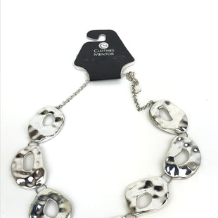 Primary Photo - BRAND:    CLOTHES MENTOR STYLE: NECKLACE COLOR: SILVER OTHER INFO: LARGE IRREGULAR SHAPES SKU: 164-164140-11960