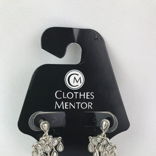 Primary Photo - BRAND:    CLOTHES MENTOR STYLE: EARRINGS COLOR: SILVER OTHER INFO: MULTIPLE TEAR DROPS SKU: 164-164175-4202