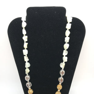 Primary Photo - BRAND:    CLOTHES MENTOR STYLE: NECKLACE COLOR: WHITE OTHER INFO: WHITE, TAN, SILVER SKU: 164-164185-327