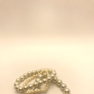 Primary Photo - BRAND:    CLOTHES MENTOR STYLE: BRACELET COLOR: PEARL SIZE: 03 PIECE SET SKU: 164-164140-16999