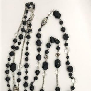 Primary Photo - BRAND: WHITE HOUSE BLACK MARKET STYLE: NECKLACE COLOR: BLACK OTHER INFO: BLACK AND CLEAR BEADS SKU: 164-164185-58