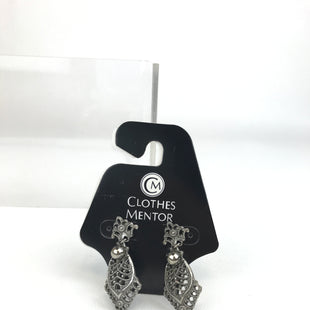 Primary Photo - BRAND:    CLOTHES MENTOR STYLE: EARRINGS COLOR: SILVER OTHER INFO: DANGLE EARRINGS SKU: 164-164175-2091