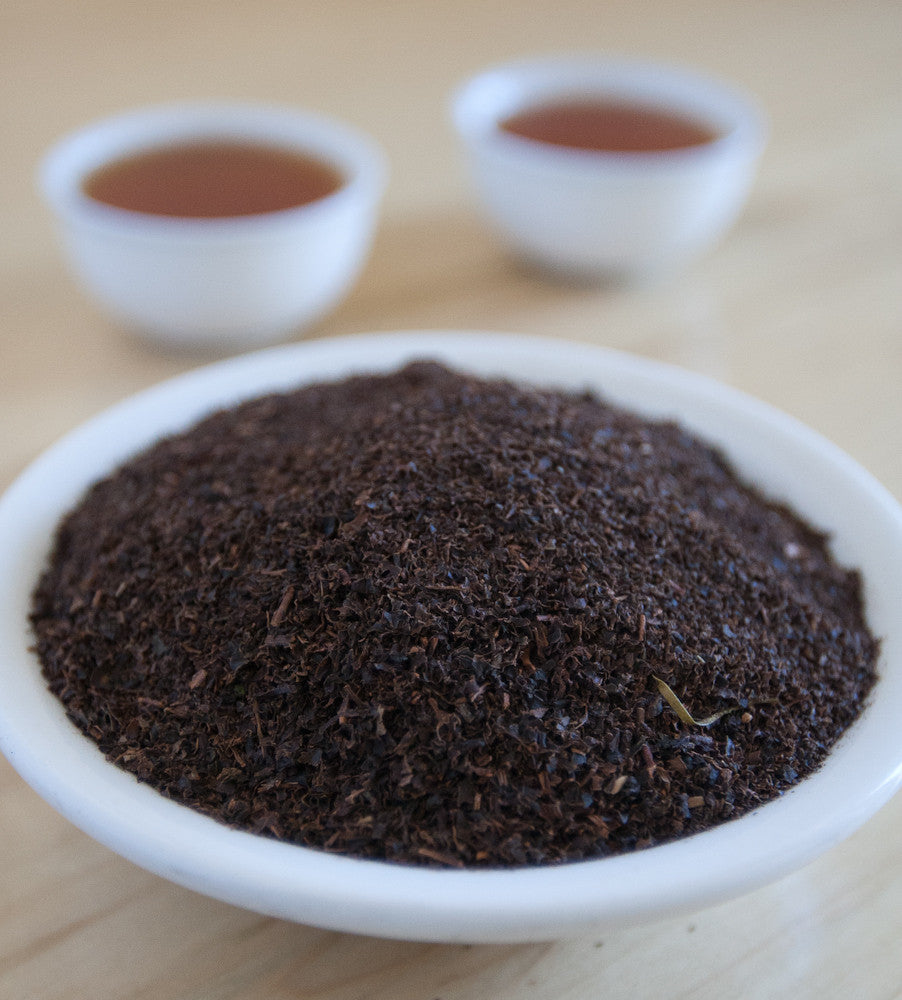 Decaf English Breakfast, Chinese black tea, is a popular blend of rich tasting, full leaf Ceylon tea that offers the traditional flavor of a hearty black breakfast blend.