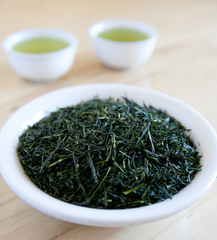 Gyokuro, Chinese Green tea, features flat, sharply pointed leaves that produce a very green cup with a vegetal flavor.