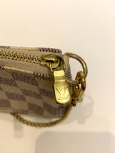 Load image into Gallery viewer, Preloved Louis Vuitton Pochette Azur