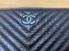 Load image into Gallery viewer, Preloved Chanel O Case Medium Chevron Black