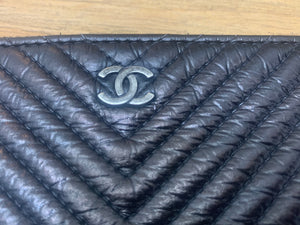Preloved Chanel O Case Medium Chevron Black