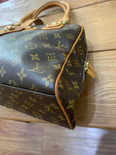 Load image into Gallery viewer, Louis Vuitton Preloved Manhattan GM
