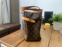 Load image into Gallery viewer, Louis Vuitton Preloved Batignolles Horizontal