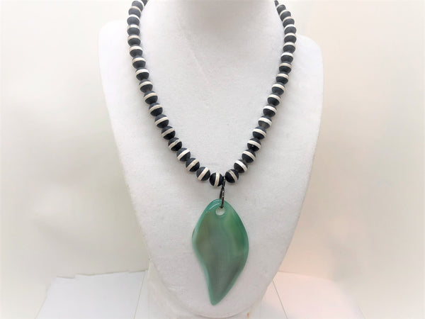 Short Agate Gemstone Leaf Necklace - Emmis Jewelry,