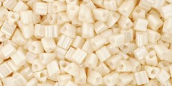 cc123 - perles Toho triangle 2.2mm opaque lustered light beige (10g) - LaMercerieDesCopines