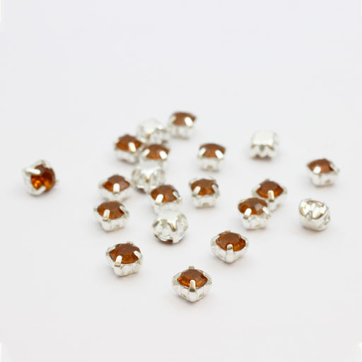 perles strass sertis x20 carrés orange ambré 5x4mm à coudre, enfiler ou coller - LaMercerieDesCopines