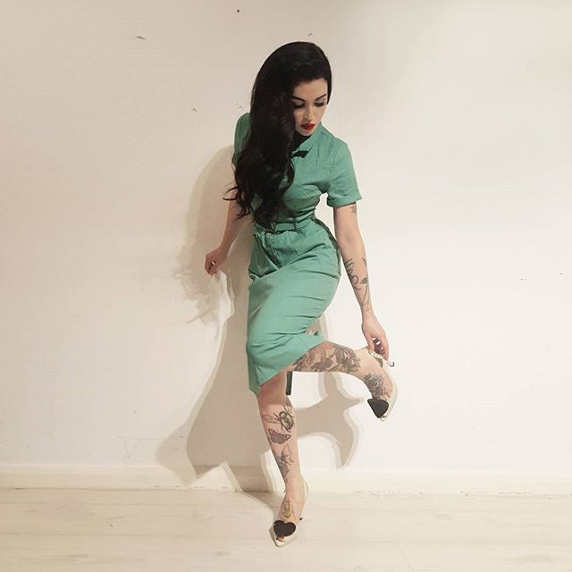 _miss_scarlet_ instagram profile with suavecita and suavecito pomade