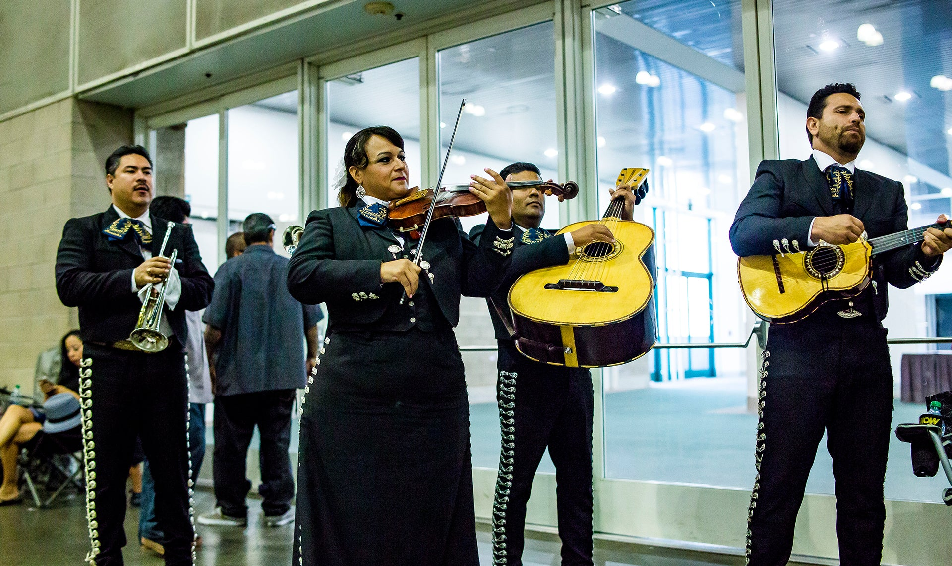 mariachi at torres empire super show 2015