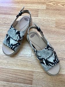 Printed Wedge - Black / Cream