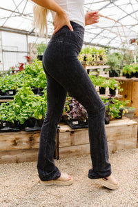 Mountain Pose Mineral Wash Yoga Pants In Black
