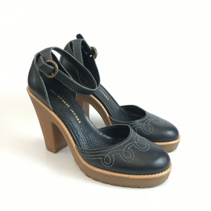 Leather shoes with rubber sole by MarcJacobs