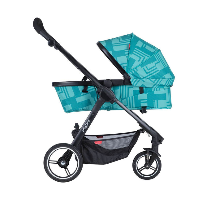 phil&teds mod carrycot in capri colour in parent facing mode side view_capri