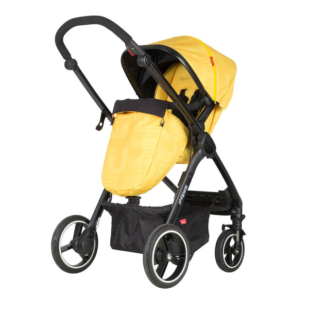 phil&teds mod stroller in zest colour with cosy toe fitted and main seat in parent facing mode 3/4 view_zest