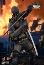 Load image into Gallery viewer, Hot Toys Marvel Deadpool 2 Deadpool - Dusty Ver 1/6th Scale Collectible Figure