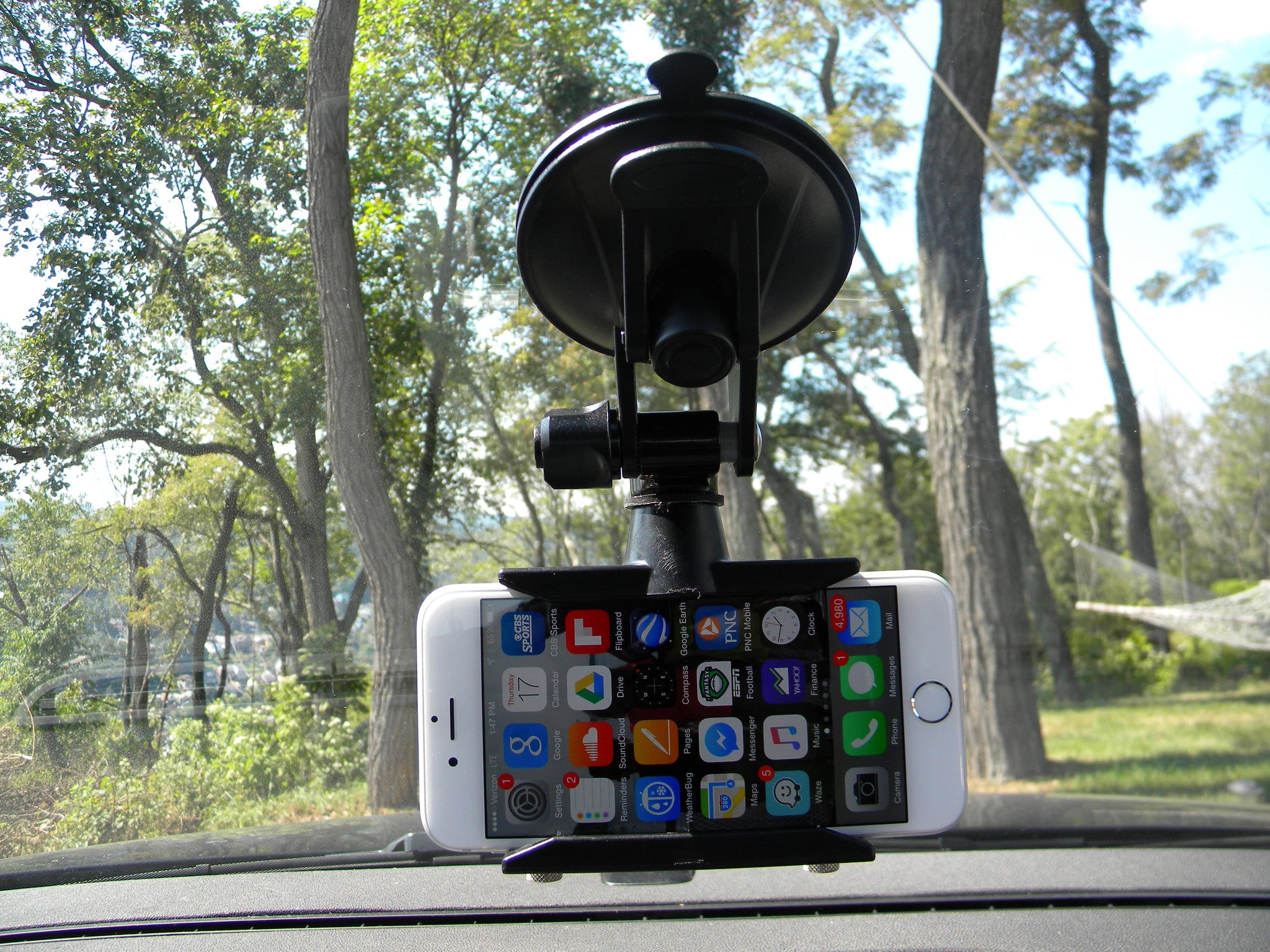 READYACTION - Window Suction Cup Mount for iPhone and