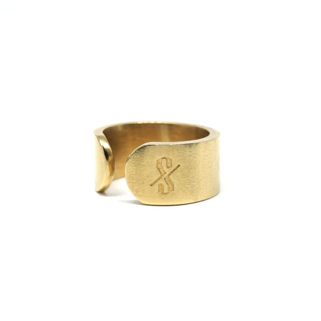 CUNT RING: Matte 18-Karat Gold