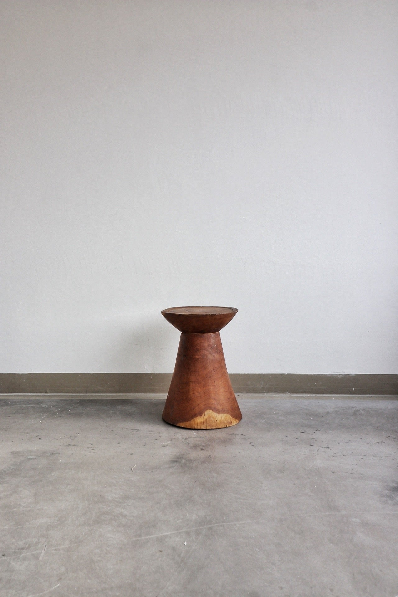 Pembe side table