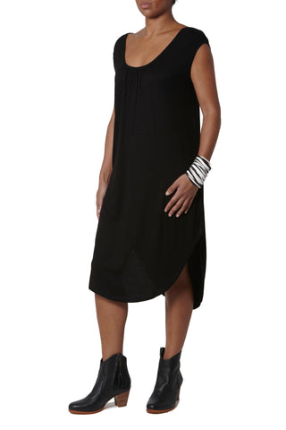 Basic dress with rounded shoulders - Black
