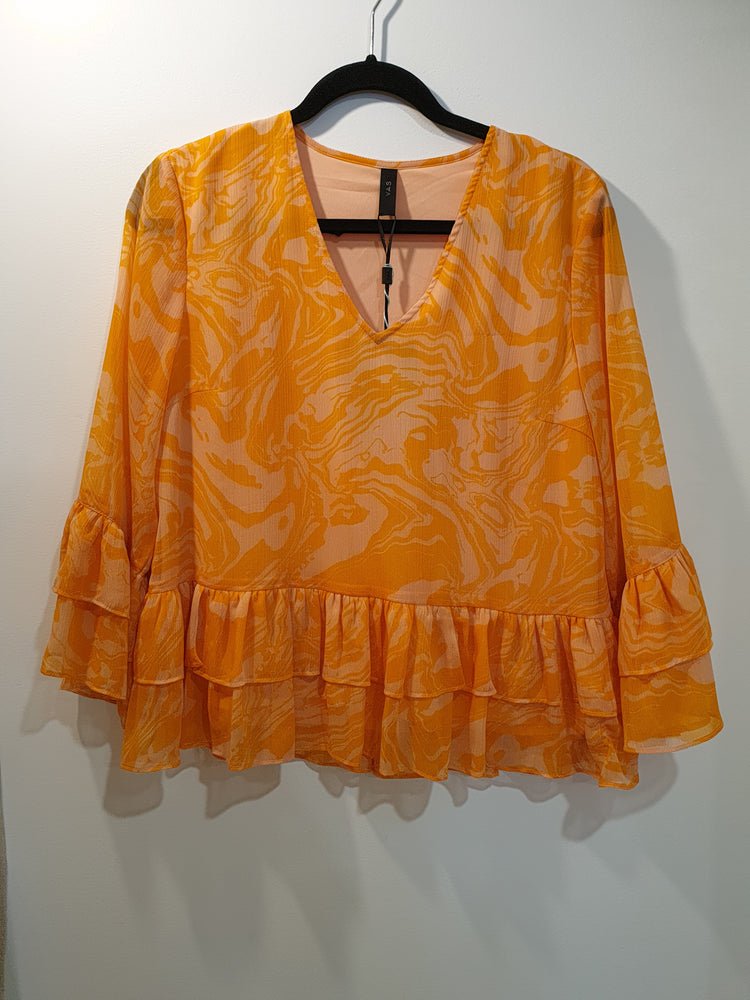 Bright orange top with details 3/4 arm