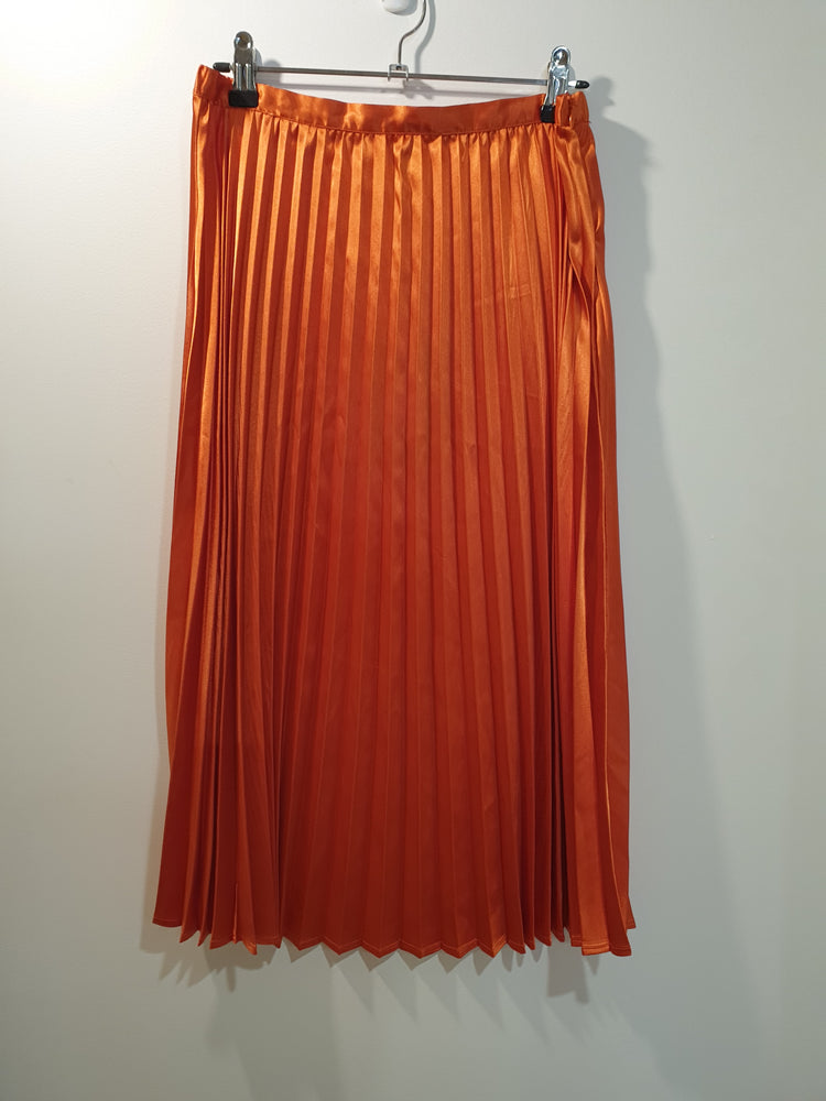 Pleated skirt bright orange